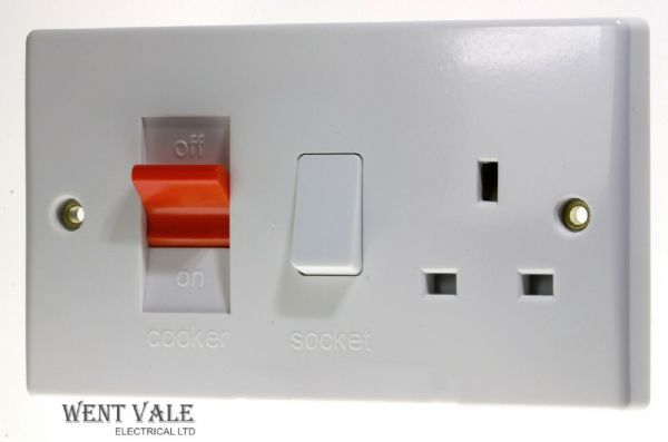 GET Ultimate Moulded - GU4000 - 45a Double Pole Cooker Control With Socket